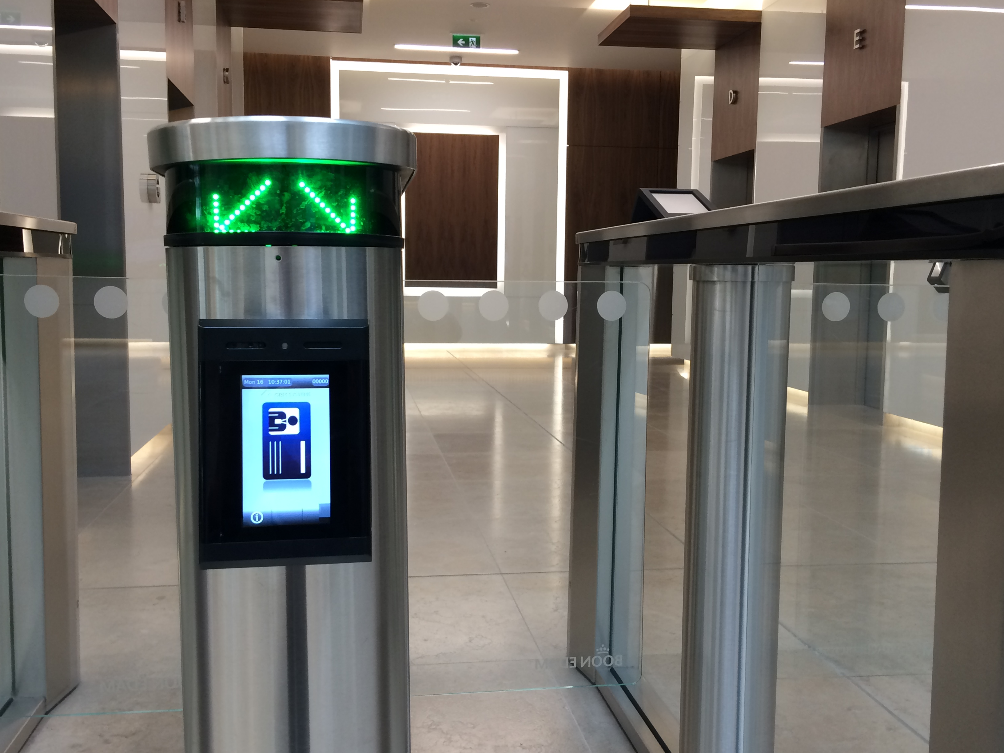 CEM Systems emerald intelligent access terminal